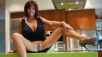 Sandra Otterson in 'Sissys Faceblast'